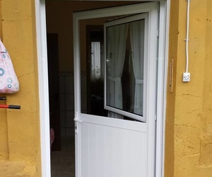 Puertas de aluminio y PVC en Lena