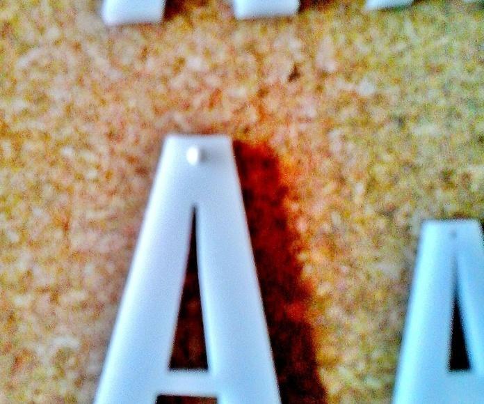 Letras en cualquier tamaño hasta 50 x 30 cm en metacrilato transparente o de colore a elegir.