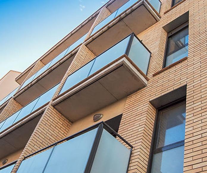 Edificio de 15 Viviendas, Locales y Sótano.  Igualada. Barcelona.: Proyectos  architectsitges.com de FPM Arquitectura