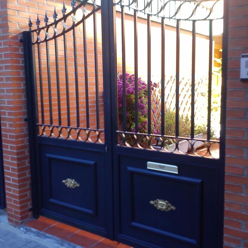 Puerta de entrada de vehículos.: Trabajos de Cerrajería Alberto Bautista