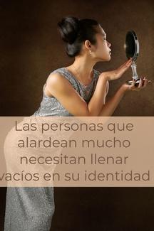 Las personas que alardean mucho necesitan llenar vacíos en su identidad