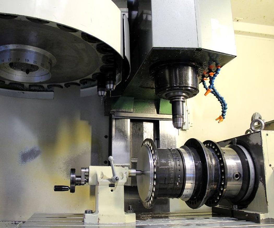 ¿Conoces el proceso de troquelar una chapa metálica?