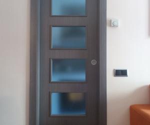 puerta corredera,color coto ceniza