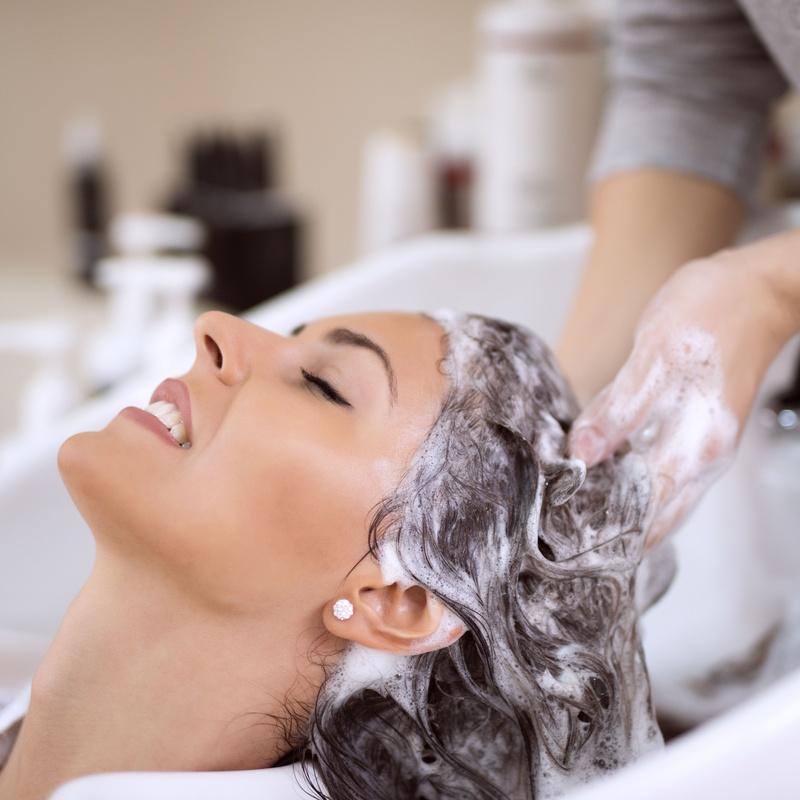 Corte y lavado: Servicios y tratamientos de Ameli Style Salón de Belleza
