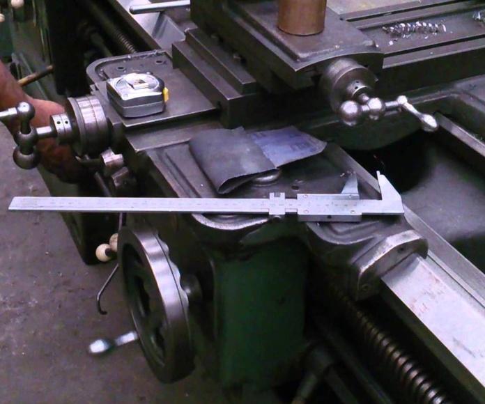 Torno para mecanizado en piezas