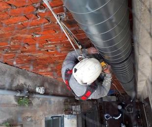 Tubos salidas de extracción - bajantes verticales e instalaciones  fachada