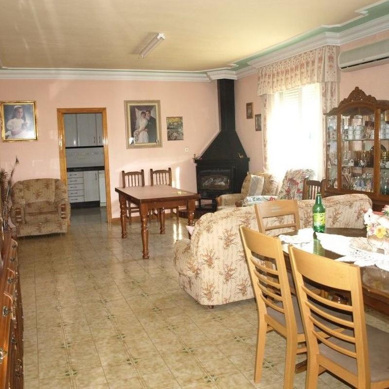 Chalet en venta  180.000€: Compra y alquiler de Servicasa Servicios Inmobiliarios
