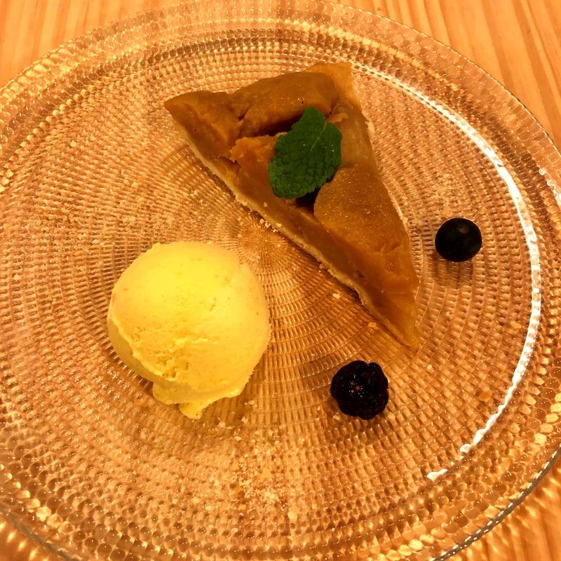 Tatin con helado de vainilla: CARTA y Menús de Alquimia