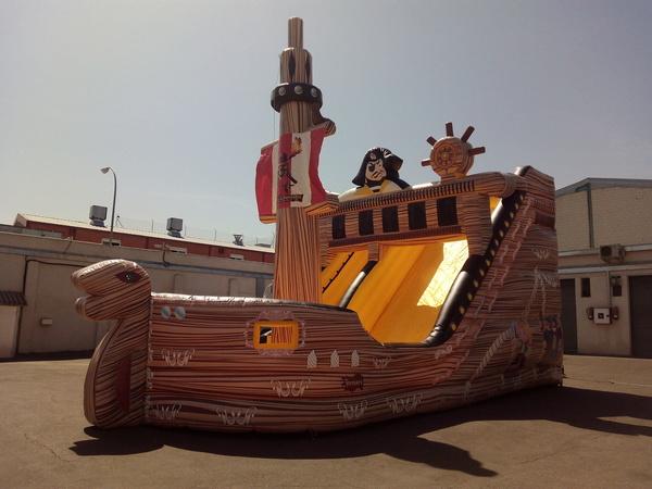 barco pirata con tobogán
