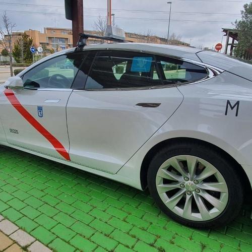 Calidad y lujo en tu taxi Las Rozas: Llama y reserva tu servicio de taxi disfrutando de un servicio de calidad y lujo con un taxi Tesla.