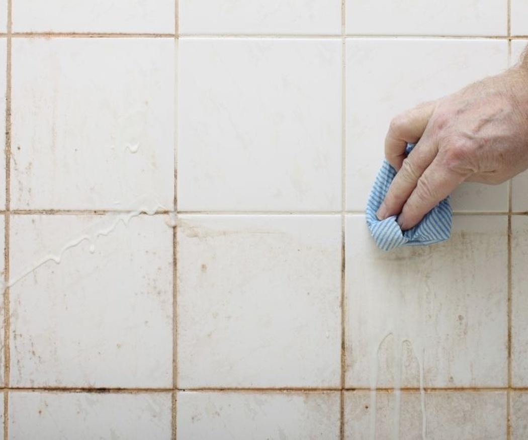 Cómo limpiar los azulejos y baldosas después de una obra