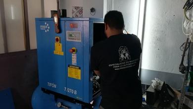Realización de revisión y mantenimiento de compresor