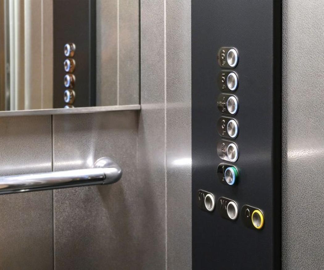 Los ascensores, perfectamente limpios