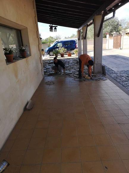 Cambio de baldosas en porche exterior en Mallorca