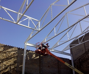 Cálculo, Fabricación y Montaje de estructura metálica para cobertizo
