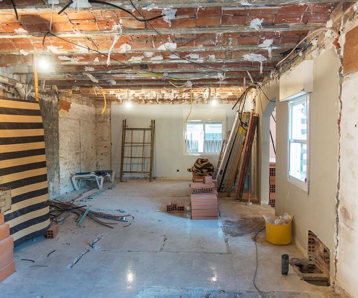 En construcción,  sala de estar previo al derribo pared lateral