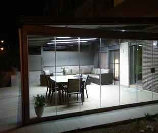 Fabricación e instalación de cortinas de cristal en toda Cataluña