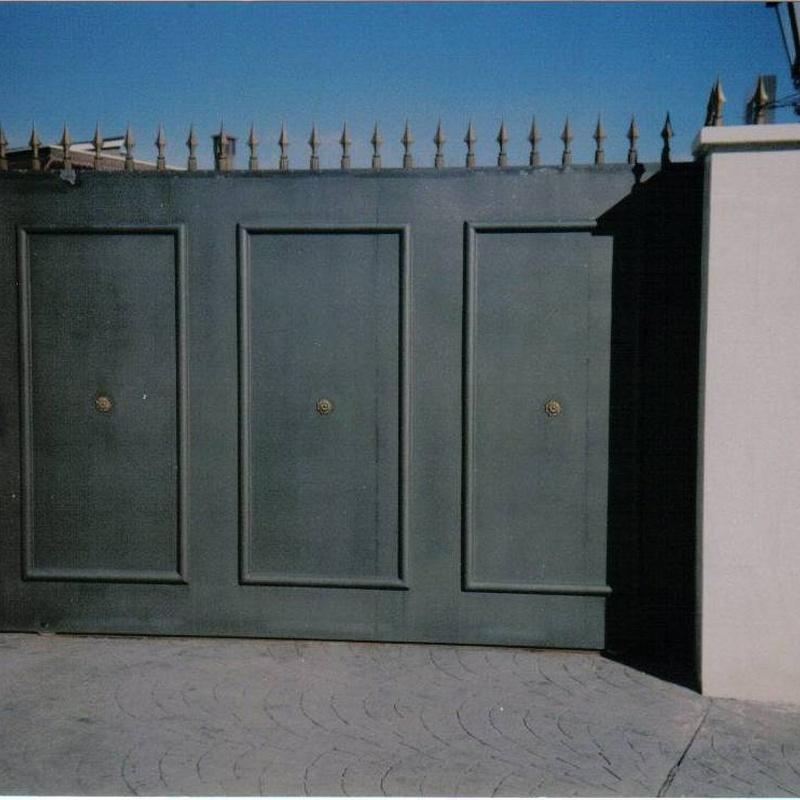 Puertas de garaje correderas: Productos y Servicios de Luvematic