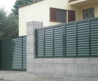 Puertas exteriores: Trabajos  de Aluminismanresa