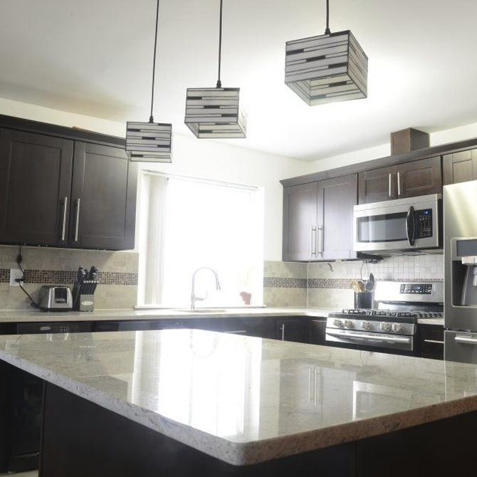 Diferentes materiales para la encimera de tu nueva cocina