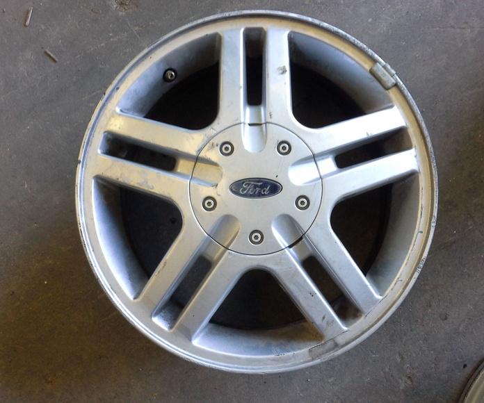 Llantas de aluminio de Ford en R 15 en Desguaces Clemente de Albacete