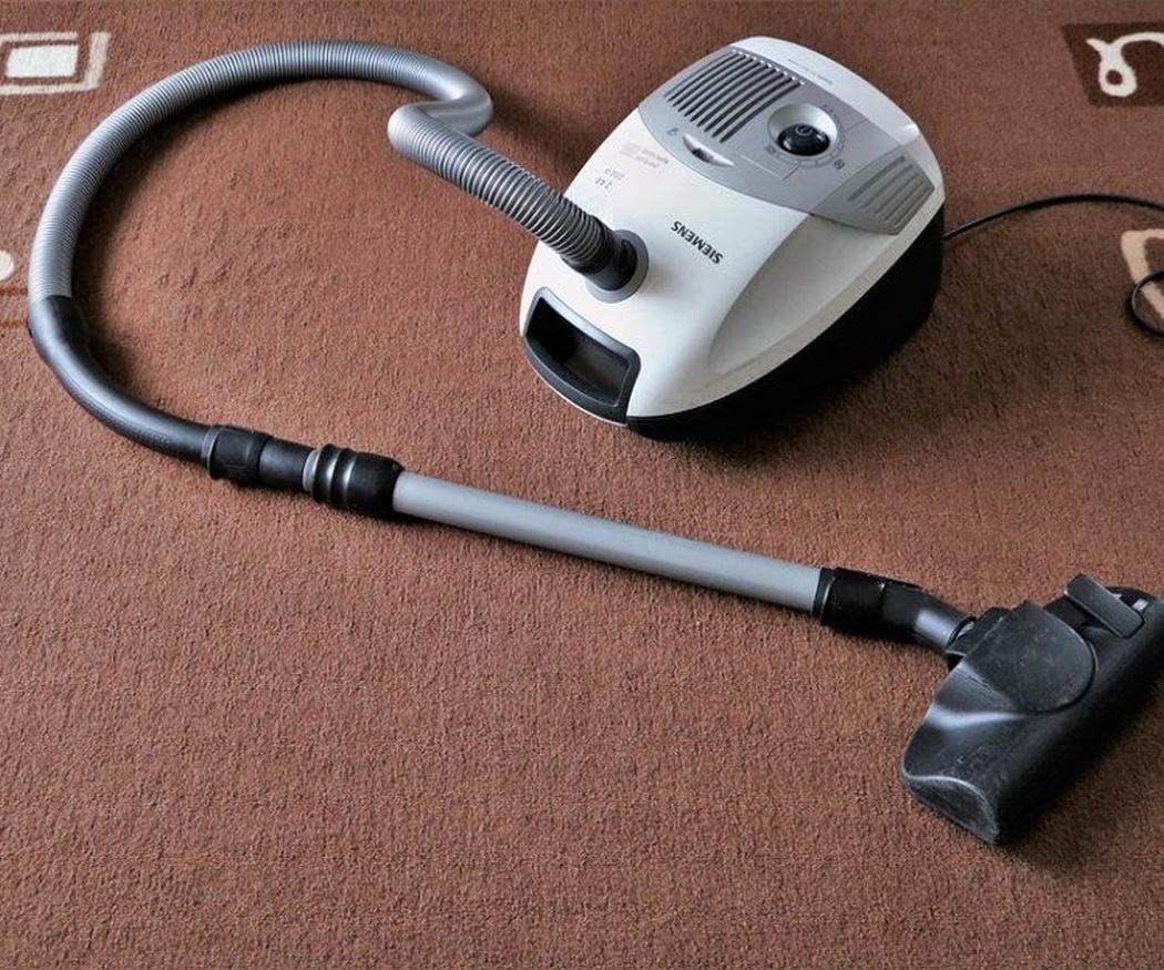 ¿Se puede evitar la acumulación de polvo en las alfombras?