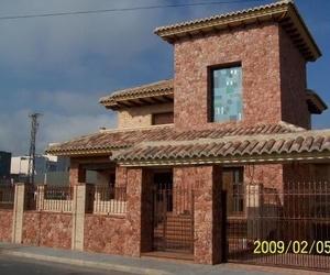 Fachadas de piedra mármol rojo Alicante