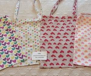 Bolsas de tela con muchos corazones!