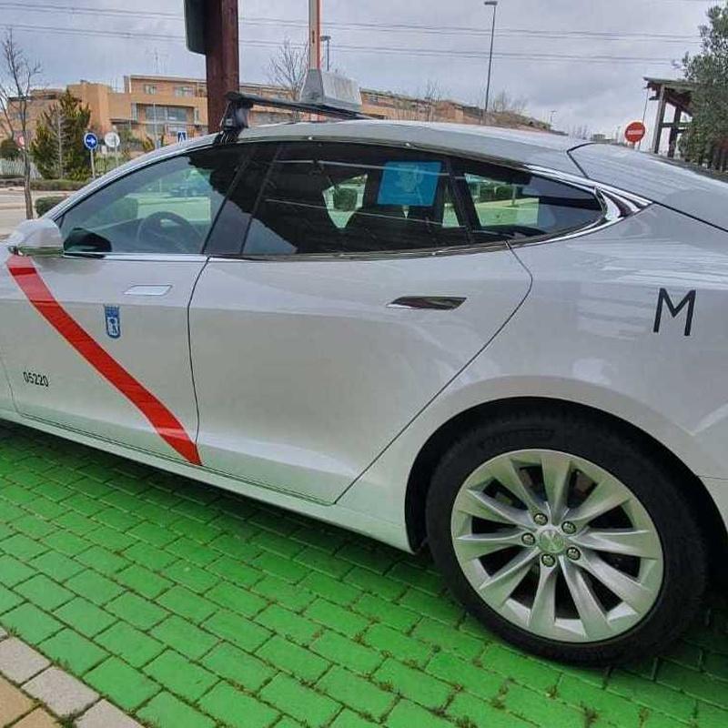 Taxi los Peñascales Las Matas y Las Rozas. Calidad y lujo con un taxi Tesla.