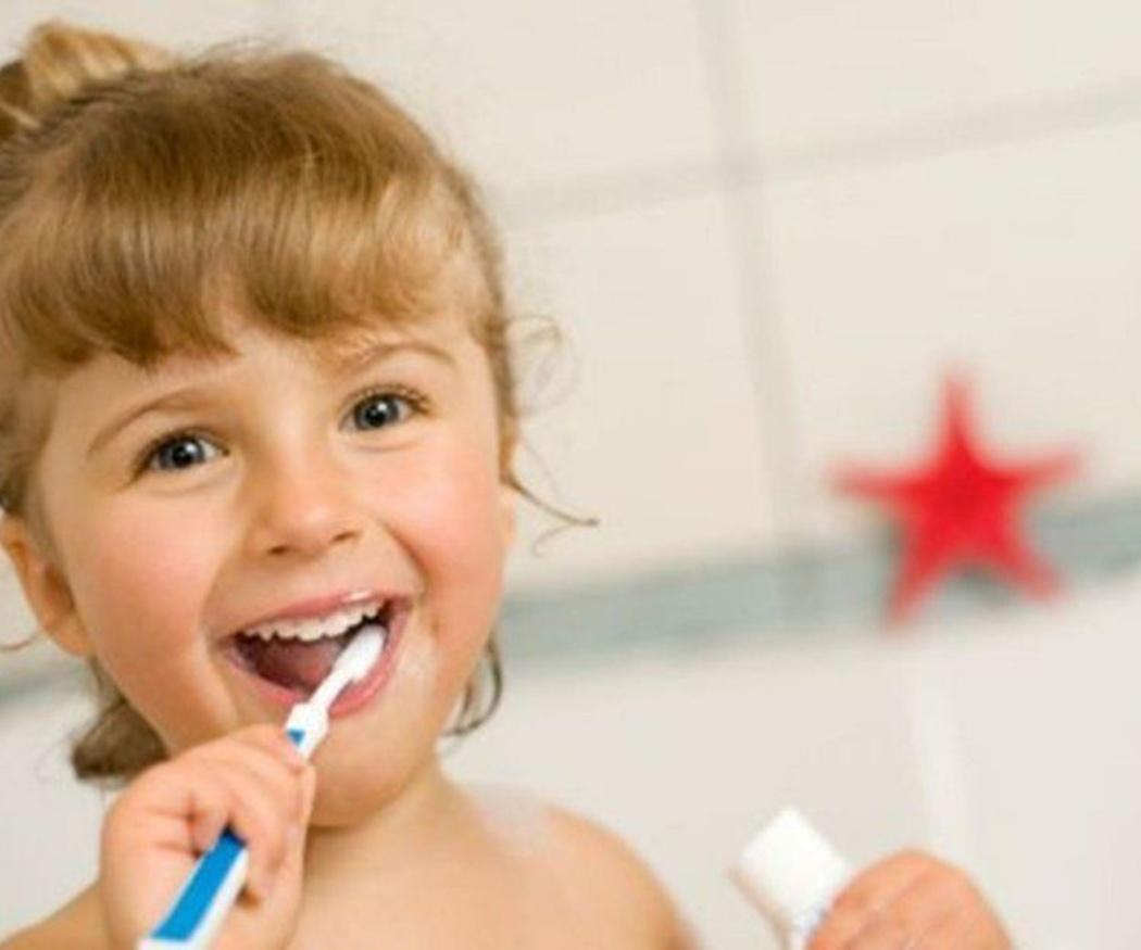 Cómo enseñarles a lavarse los dientes
