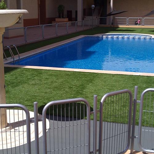 restauracion piscina cesped artificial