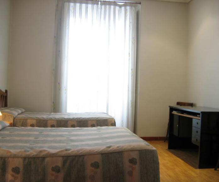 Habitación Triple: Habitaciones y Servicios de Hostal Bruña