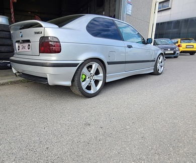 BMW E36 Compact - Green mocus Brembo Calipers