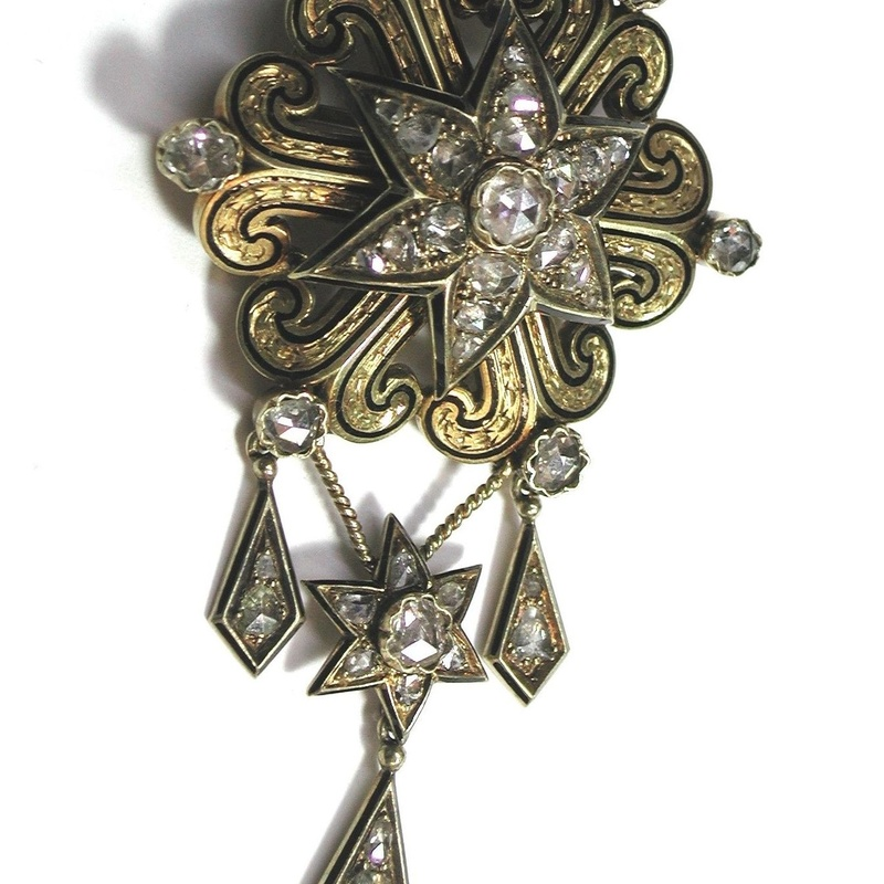 Broche Isabelino realizado en oro de 18k, esmate y diamantes. S.XIX: Catálogo de Antigua Joyeros