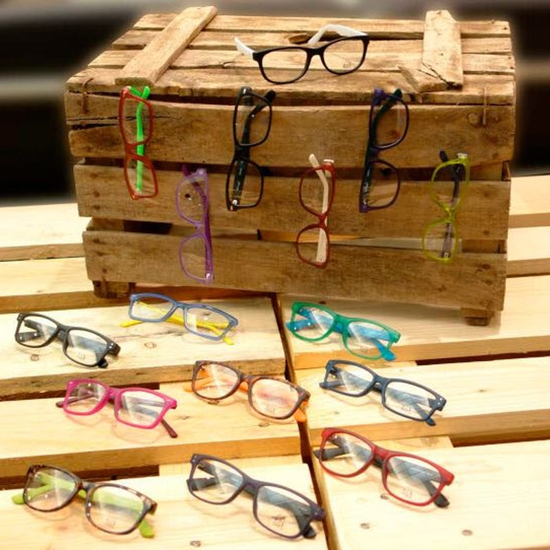 Monturas y gafas de sol: Servicios de Centro Optico Parra