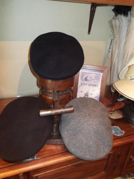 Gorra lisa lana 100%. Modelo Kangol. Colores negro, azul marino, gris, marrón.
