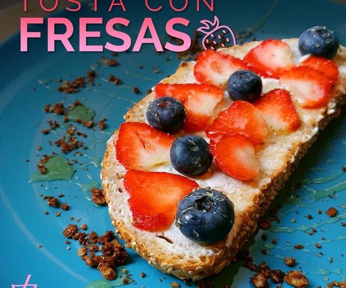 Tosta Fresas y Arandanos: Carta de Kiwio Juice Bar