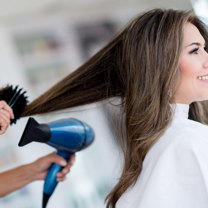 Tinte completo, lavado y peinado: Servicios y tratamientos of Ameli Style Salón de Belleza
