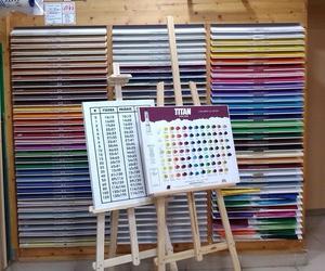 Gran variedad de colores en cartulinas