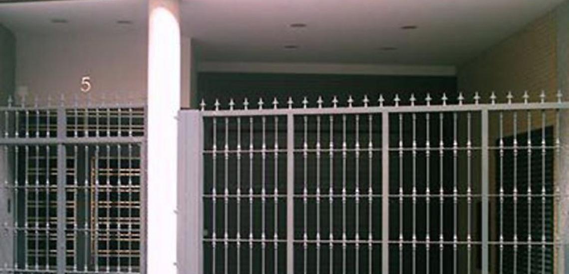Reparación de puertas de garaje y cerraduras para comunidades en Móstoles