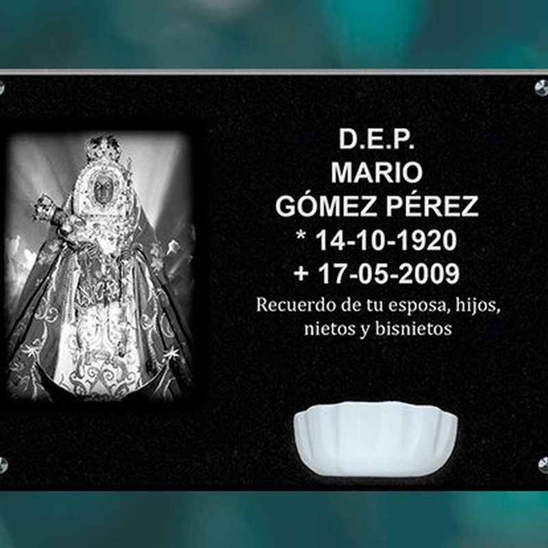 Lápidas granito negro intenso: Productos y servicios de Funeraria El Platero