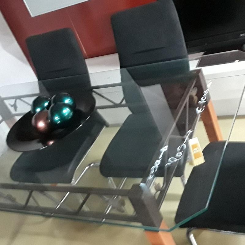 Mesa de cristal hermosa y sillas de calidad : HIPER RASTRO REMAR NAVARRA de Remar Navarra Mutilva