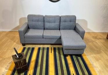 Sofá chaise longue gris. 200 € más 30 de gastos de envío.