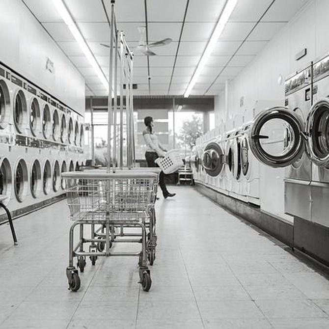 Razones y recomendaciones para llevar tu ropa a una lavandería