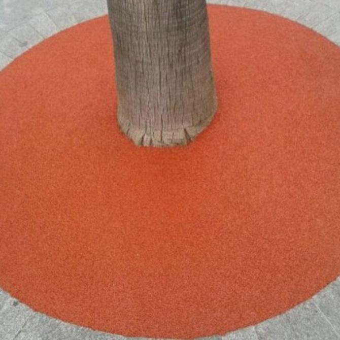 Pavimentos de caucho y mantenimiento de palmeras en uno