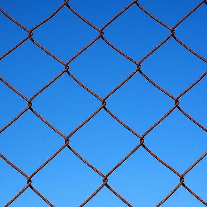 Cómo instalar una valla metálica