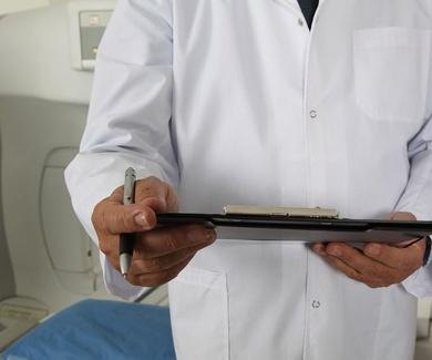El doctor Torre Alonso diserta sobre la patología reumática y su tratamiento