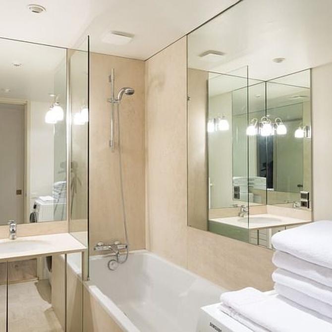 ¿Por qué elegir muebles de diseño a medida para tu baño?