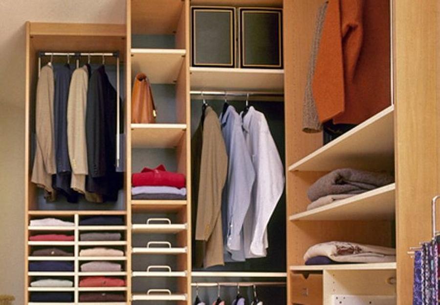 La importancia del orden en los vestidores y armarios