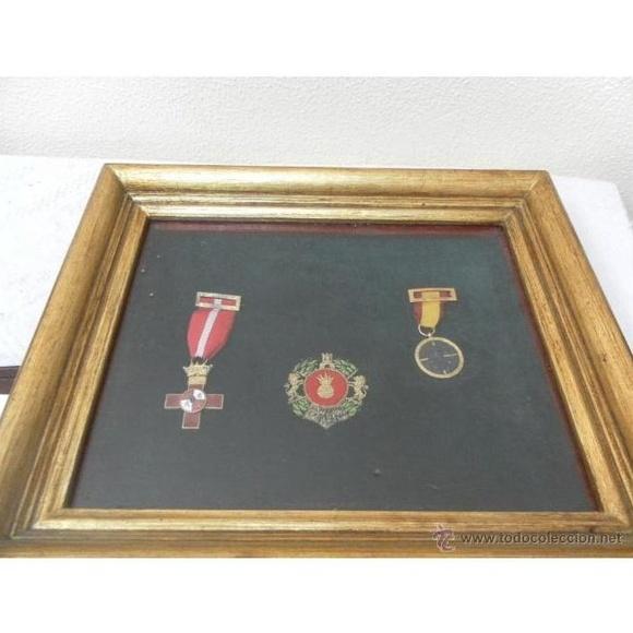 Marco con condecoraciones: Catálogo de Antiga Compra-Venta